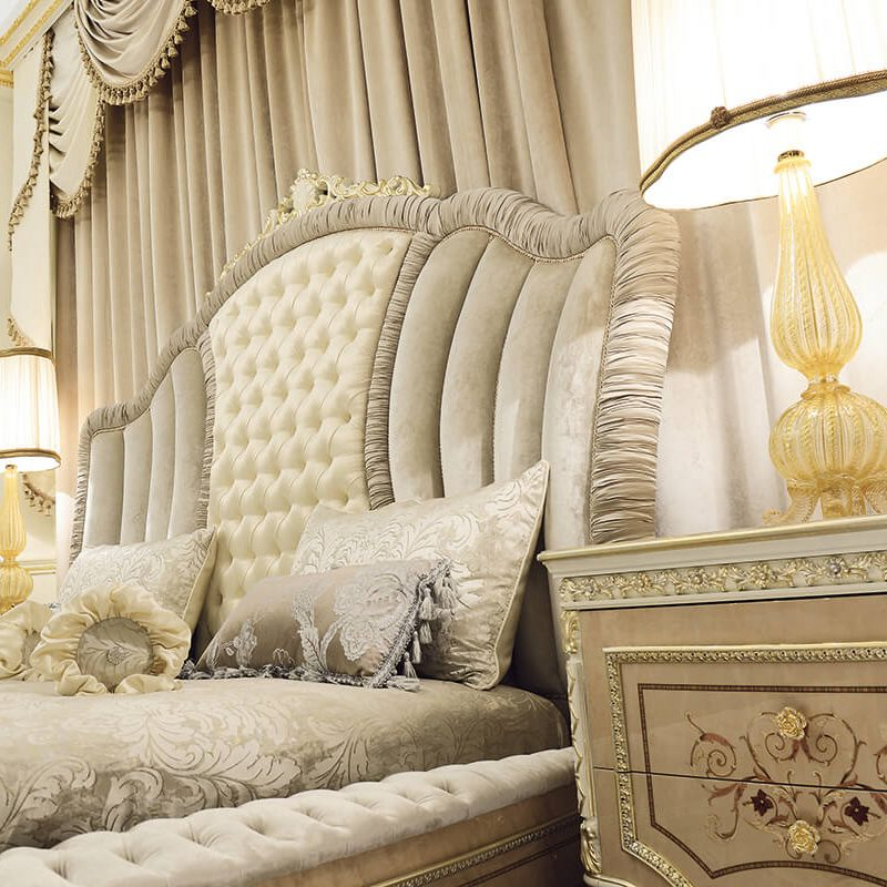 Grand Royale Bed details